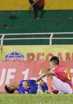 Giải VĐQG V.League 2017: Phạm lỗi thô bạo với Mạc Hồng Quân, Đình Trọng bị VFF phạt nặng