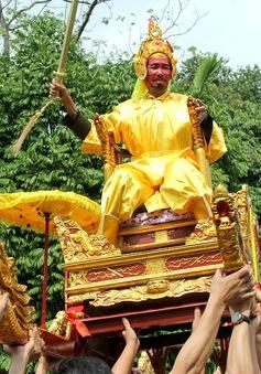 """Kiệu """"vua"""", """"chúa"""" nghiêng ngả trong lễ rước độc nhất vô nhị tại Hà Nội"""
