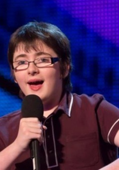 Ngôi sao Got Talent bất ngờ trở thành nạn nhân của fan cuồng