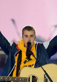 Justin Bieber nén nước mắt, hát về nạn nhân vụ khủng bố ở Anh