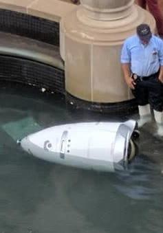 """Robot chống đuối nước """"gặp nạn"""" trong đài phun nước"""