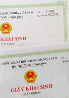 Nhân viên bệnh viện đăng ký khai sinh cho 19 trẻ bị bỏ rơi