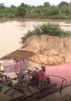 Hàng loạt điểm khai thác cát trái phép tại Quảng Nam