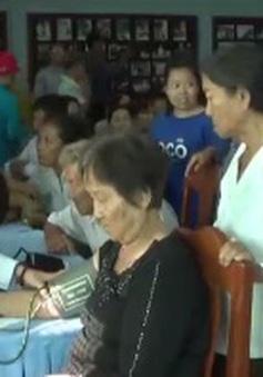 Khám bệnh từ thiện tại Campuchia