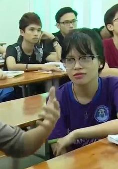 Hành trình vào đại học của cô gái khuyết tật