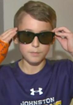 Kính mắt giúp trẻ em mù màu nhận biết màu sắc