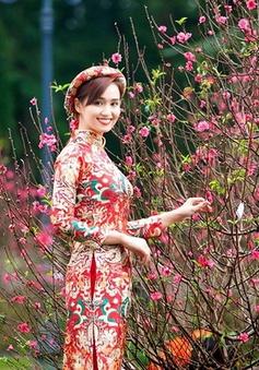 Lã Thanh Huyền đẹp nền nã trong bộ ảnh đón Tết