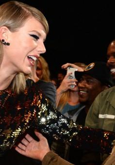 Ghê chưa! Kim siêu vòng 3 từng hâm mộ Taylor Swift