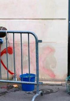 Trụ sở của ứng cử viên Tổng thống Pháp bị ném bom xăng