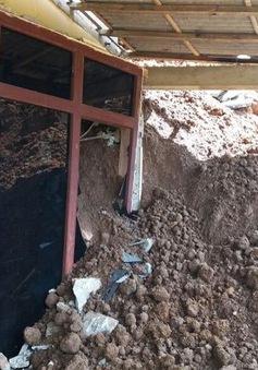 Lở đất tại Indonesia, 11 người bị chôn vùi