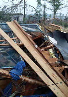 Lốc xoáy phá hủy nhiều ngôi nhà ở Trung Quốc