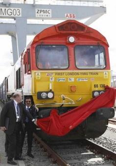 Anh lần đầu tiên sử dụng tàu hỏa đưa hàng đến Trung Quốc