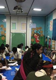 Lớp học trong container dành cho trẻ em đường phố Ấn Độ