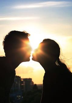 """Vì sao bạn không nên vội vã """"đâm đầu"""" vào một mối quan hệ mới?"""