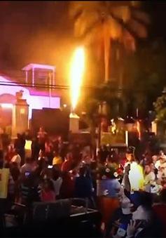 Sôi động lễ hội cầu lửa El Salvador