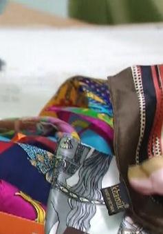 Nhân viên cơ sở kinh doanh lụa Khaisilk thừa nhận cắt bỏ nhãn mác gốc