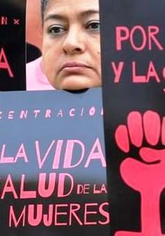 Những tranh cãi không có hồi kết quanh luật cấm phá thai tại El Salvador