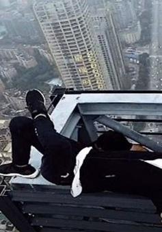 """Cái chết của """"Vua mạo hiểm"""" trên mạng xã hội Trung Quốc gây xôn xao dư luận"""