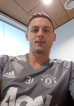 Công khai tỏ tình, Matic mặc áo Man Utd