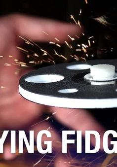 Ảo diệu con quay Fidget Spinner tự chế lơ lửng trên không trung