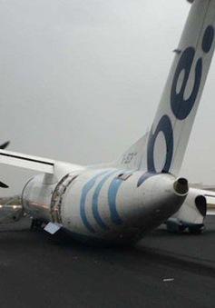 Máy bay bị đổ bánh khi hạ cánh