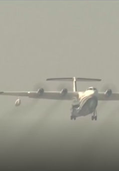 """Máy bay lưỡng cư lớn nhất thế giới lần đầu """"tung cánh"""""""