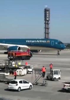 Nhiều chuyến bay bị chậm do ảnh hưởng của bão Noru