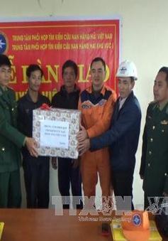 Quảng Bình: Tiếp nhận 7 thuyền viên gặp nạn trên biển
