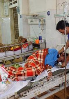 Gia Lai: 4 người nhập viện nghi do ngộ độc rượu