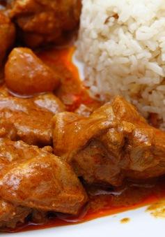 Cách nấu cà ri gà cay thơm ngon kiểu Myanmar