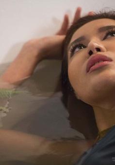 Tạo dáng trong bồn tắm, Minh Tú phá kỷ lục tại Asia's Next Top Model