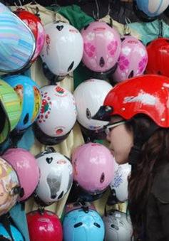 Phát hiện hàng nghìn mũ bảo hiểm kém chất lượng tại Đăk Lăk
