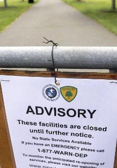 Chính quyền bang Maine và New Jersey đóng cửa một phần
