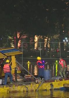 200 công nhân trắng đêm nạo vét hồ Hoàn Kiếm