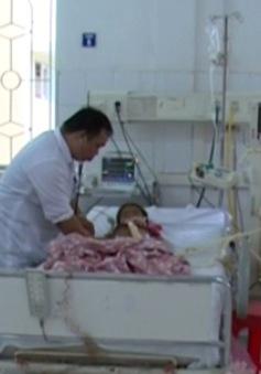 1 trẻ tử vong, 4 trẻ cấp cứu nghi do ngộ độc vải