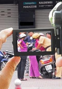 Không cấm nhà báo, người dân ngụy trang ghi âm, ghi hình