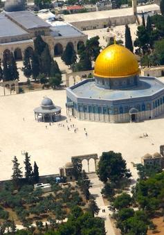 """Người Hồi giáo trở lại cầu nguyện ở đền Al-Aqsa sau 2 tuần """"tẩy chay"""""""