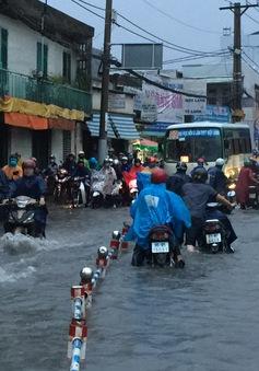 TP.HCM lại ngập sau trận mưa lớn