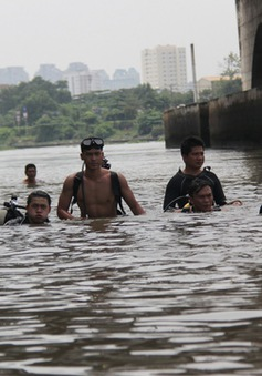 Tiếp tục tìm kiếm bé trai mất tích ở sông Sài Gòn