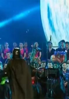 Độc đáo nhạc trưởng Darth Vader biểu diễn tại Kazakhstan