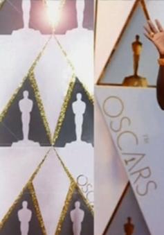 """Mẫu nhí """"nhái"""" sao trên thảm đỏ Oscar"""