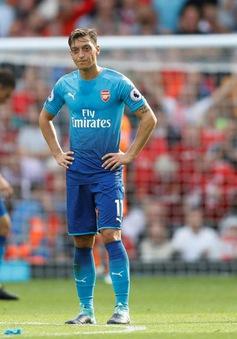 Ozil rối rít xin lỗi người hâm mộ Arsenal sau trận thua muối mặt