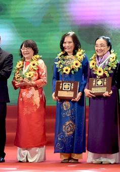 Thủ tướng trao Giải thưởng Kovalevskaia năm 2016 cho các nhà khoa học nữ