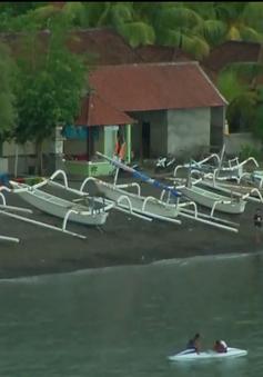 """""""Thiên đường du lịch"""" Bali vắng tanh vì núi lửa phun trào"""