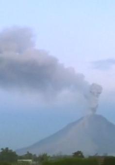 Indonesia: Núi lửa Sinabung phun trào, tro bụi bốc cao hơn 2km