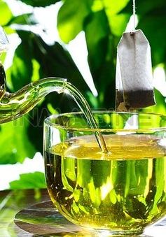 Súc miệng với nước trà giúp sạch răng