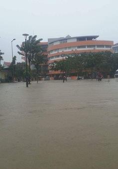 Nước lũ ở Thừa Thiên - Huế lên cao