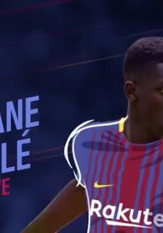 Tân binh đắt giá nhất lịch sử Barca chào sân Nou Camp bằng màn tâng bóng thảm họa