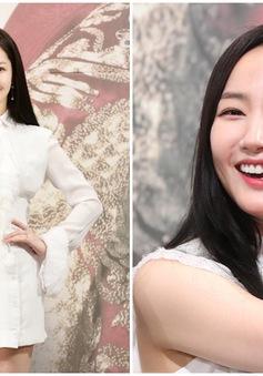 """Diện váy """"một mất một còn"""", Park Min Young vẫn gây mê bởi vẻ đẹp tiên nữ"""
