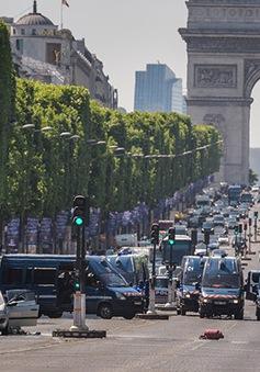Thủ phạm đâm xe ở Champs Elysees thề trung thành với IS